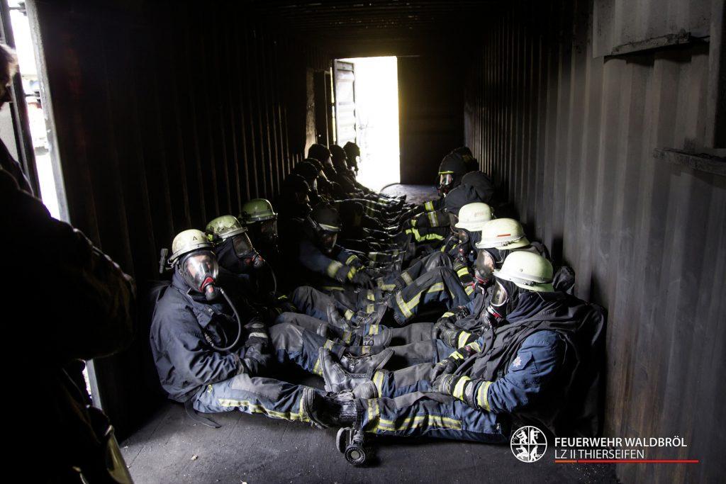 Atemschutzgeräteträgerausbildung Feuerwehr Waldbröl LZ2 Thierseifen